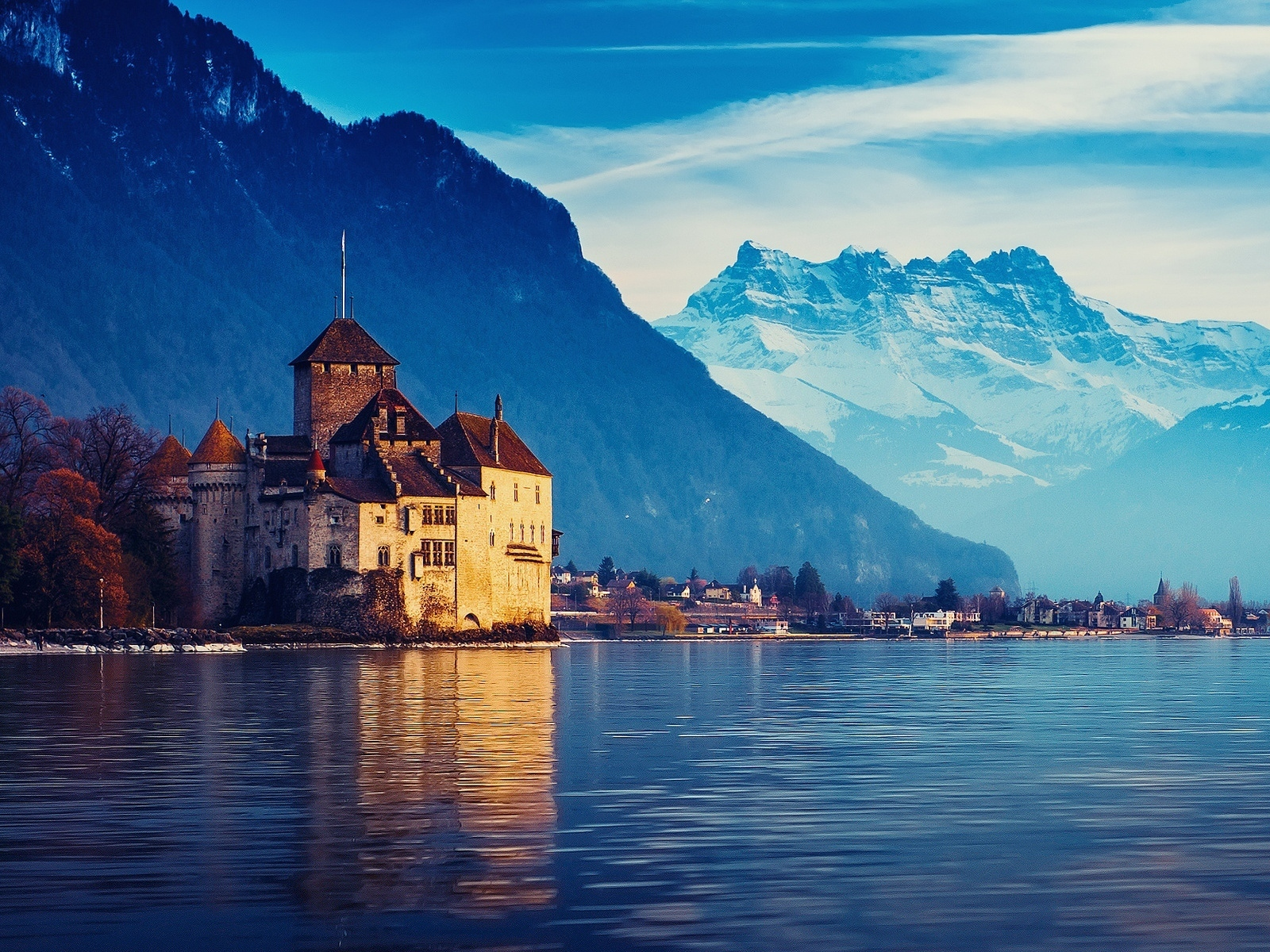 Picturesque lake and a castle